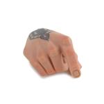 Main droite tatouée homme européen
